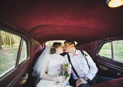 The bride and groom in the cabin of the old car 3956.